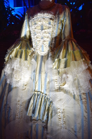 beauty-and-the-beast-exhibit-garderobe-costume-2