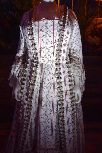 beauty-and-the-beast-exhibit-mrs-potts-costume-2